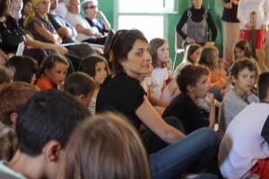 Photo Anne-Claire Surel avec les enfants